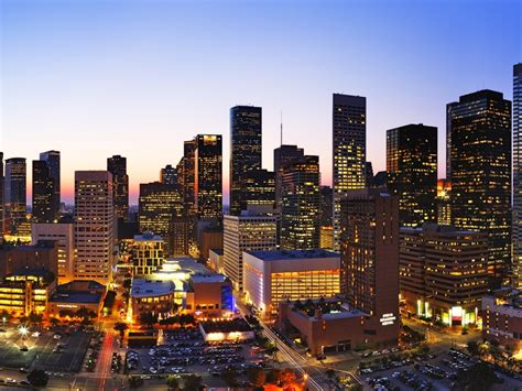 Houston Appartment by As Houston Skyline Soars High Rise Apartments Offer