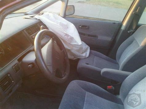 airbag deployment 1995 hyundai elantra transmission control honda recalling 405 000 vehicles for airbags that deploy all by themselves autospies auto news