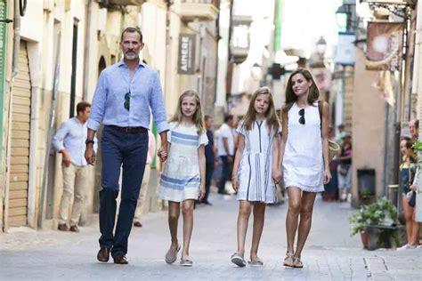 las hijas de espana los reyes de espa 241 a y sus hijas paseo por mallorca