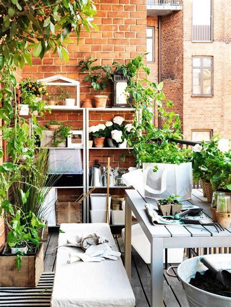 kleiner balkon gestalten 77 coole ideen f 252 r platzsparende m 246 bel womit sie kokett