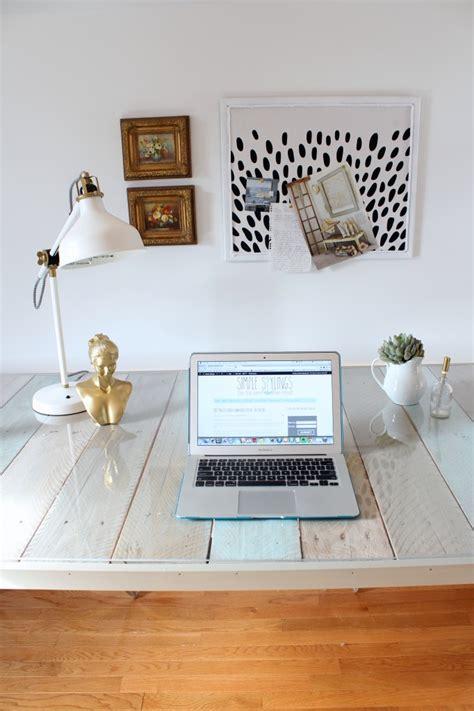 simple diy desk diy pallet desk simple stylings the inspired room