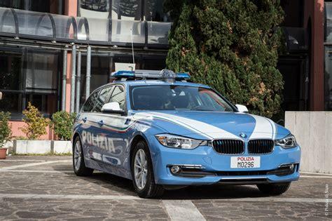 bmw macchine auto e moto nuove per la polizia stradale a bordo delle
