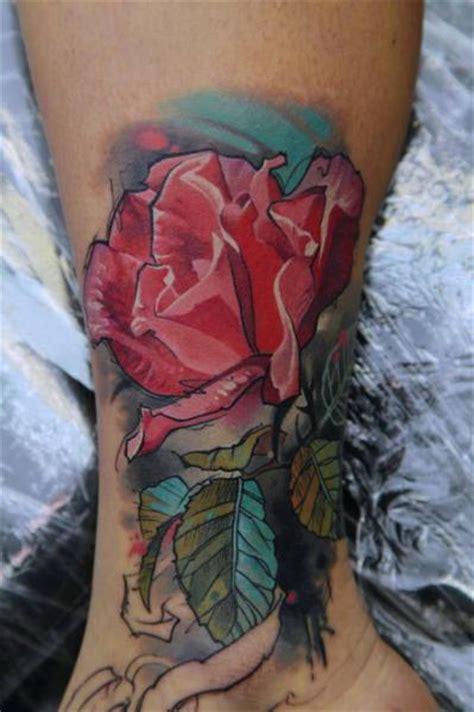 tatuaje pie pierna flor acuarela por kwadron tattoo gallery