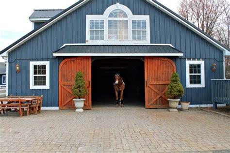 Blue Barn With Brown Doors Nice Contrast Stylemyride Net Blue Door Barnes