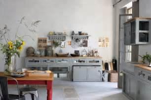 Traditional Style Kitchen - cuisine esprit de famille pratique fr