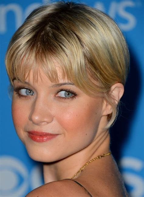 bob haircuts with center part bangs best 25 very short hairstyles ideas on pinterest very