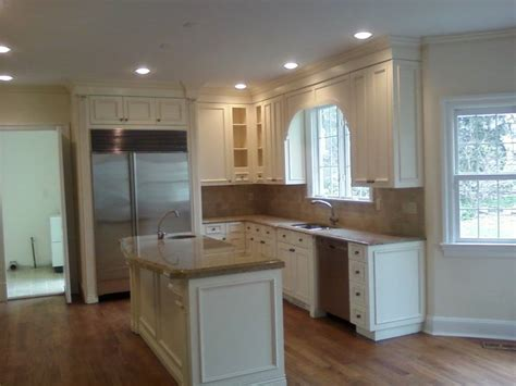 colored kitchen cabinets what color cabinets work best with white appliances