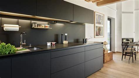 cocinas negras modernas cocinas negras y grises de santos dise 241 os que aportan