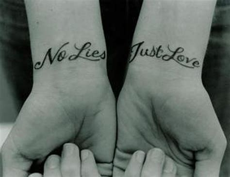wrist script tattoos cr tattoos design cool wrist tattoos with names