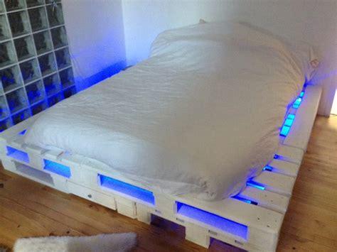 21 ideen f 252 r palettenbett im schlafzimmer freshouse