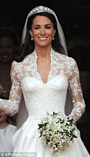 Wedding Bouquet Of Kate Middleton by Nicky S Wedding Dress Mimics Kate Middleton And
