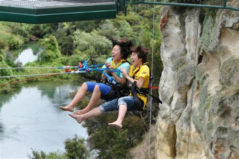 new zealand cliff swing air extreme taupo bungy jump skydive swing taupo