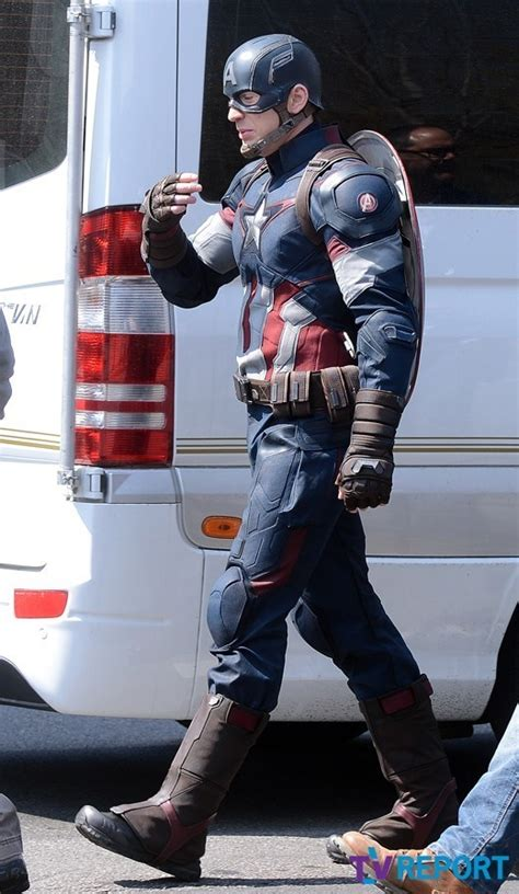 Captain America Wardrobe by Check Out Captain America S Costume For Age Of