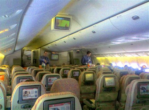 emirates airlines file emirates economy class 777 interior jpg wikipedia