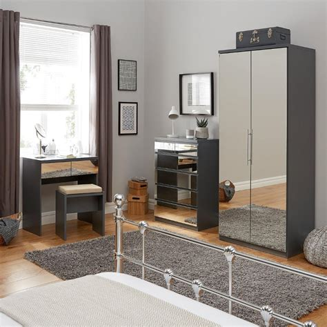 Mirror Style Bedroom Furniture Mirrored Bedroom Furniture Uk Interior Design