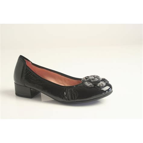 sabrinas sabrinas black patent leather ballerina with low