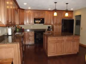 maple wood kitchen cabinets maple kitchen cabinets with dark wood floors dark countertops google search kitchen remodel