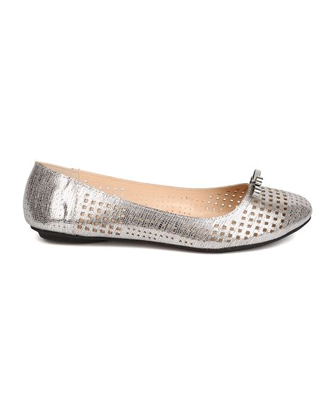 qupid shoes flats new qupid bee 20 metallic leatherette perforated bow