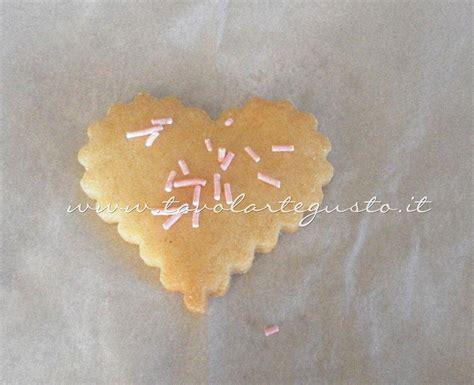 quando decorare i biscotti biscotti di san valentino decorati ricetta biscotti di