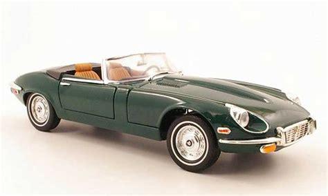 Yatming Jaguar jaguar type e 1971 green yat ming diecast model car 1 18 buy sell diecast car on alldiecast co uk