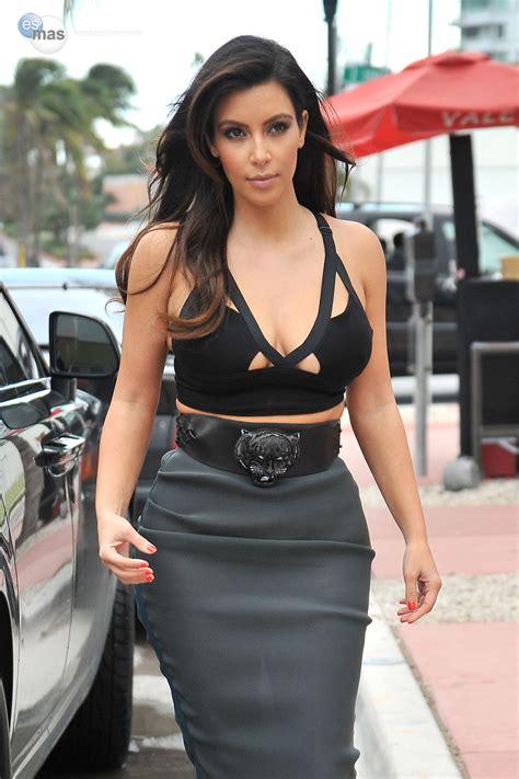 con falda y sin ropa interior fotogaler 237 as kim kardashian en falda transparente