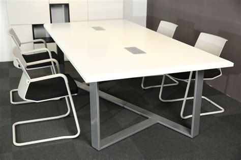 Meja Meeting White Modern Style Office Furniture Meeting Desk