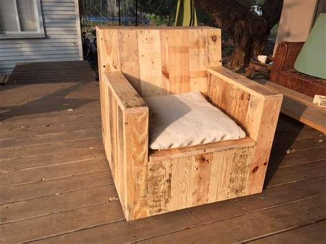 diy armchair diy beefy pallet wood armchair 101 pallets