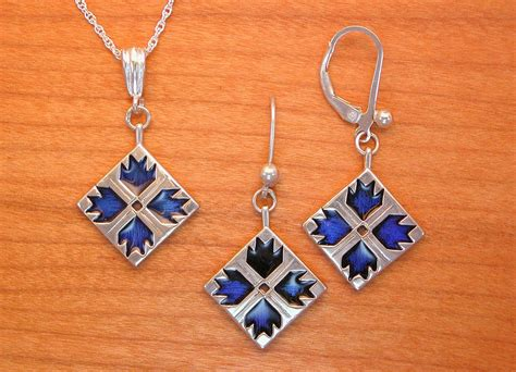 quilt pattern jewelry bear paw quilt jewelry enameled sterling silver spruce