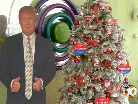 donald trump xmas tree california couple creates trump themed christmas tree