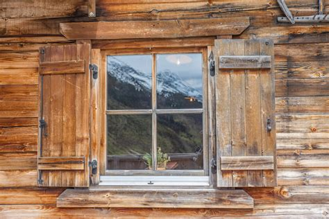 Log Cabin Windows by Staying Warm In Your Log Cabin How To Insulate Your Log
