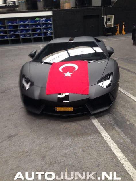 om de reeks autos met een Turkse vlag voort te zetten foto