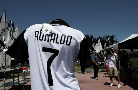 ronaldo juventus notizie cristiano ronaldo alla juventus ultime notizie cosa rallenta la trattativa
