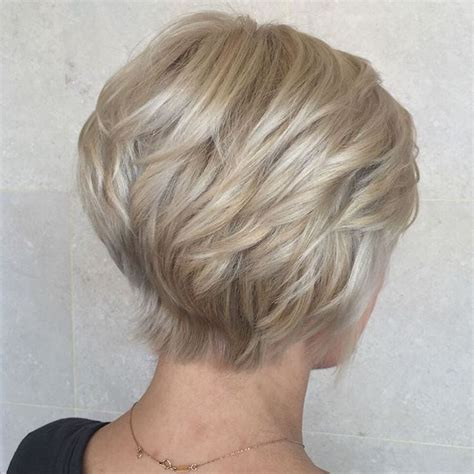 shoulder wedge hairstyles 87 best layered short medium hairstyles images on