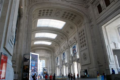 galleria delle carrozze new milan central railway station
