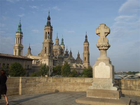saga els pilars de file zaragoza el pilar cruz de basilio jpg wikimedia
