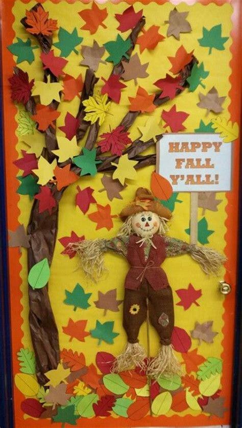Preschool Door Decorations For Fall by Best 25 Fall Classroom Door Ideas On