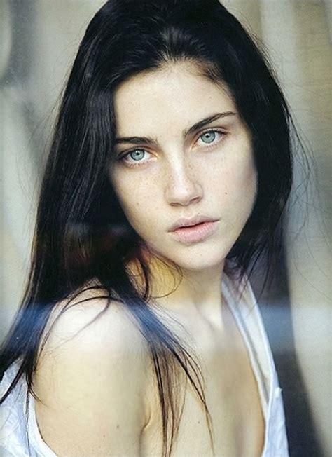 women with dark hair pics the 25 best black hair green eyes ideas on pinterest