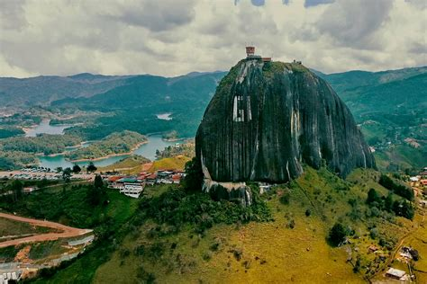 imagenes de paisajes y sus nombres el pe 241 243 n de guatap 233 de los paisajes m 225 s sorprendentes de