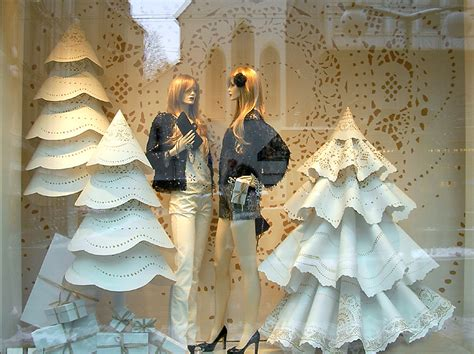 black eiffel christmas window displays 2010