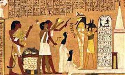 Ancient Chess Set laspiramides 4 el texto en las piramides