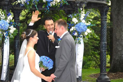 Wedding Officiant by Hispanic Wedding Officiant