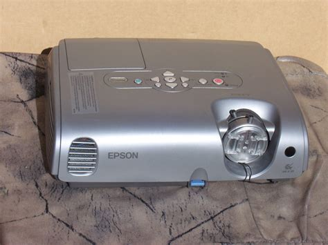 epson emp 82 l epson emp 82 lcd projector 2000 ansi lumens home theater