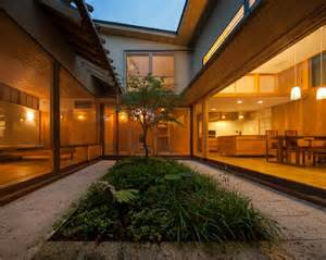 中庭のある家 建築物 pinterest