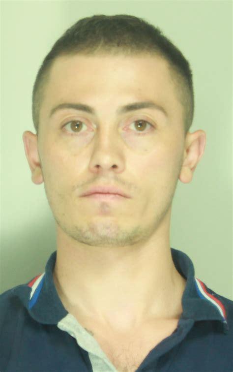 rapina in rapina in gioielleria un arresto si cerca il complice