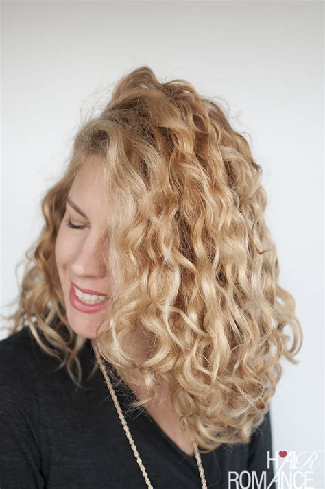 www step cut hairstyle that looks curly hair how to style curly hair for frizz free curls video