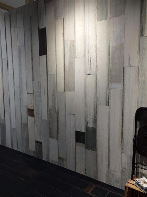 rivestire parete con legno gres effetto legno decapato chiaro negozio vicenza
