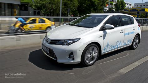 toyota auris hybrid review 2014 auris 2014 autos weblog
