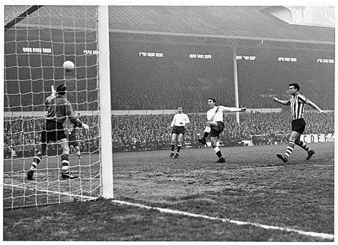 arsenal postpone boxing day fixture islington archway manchester united legend george best made his name in 1963