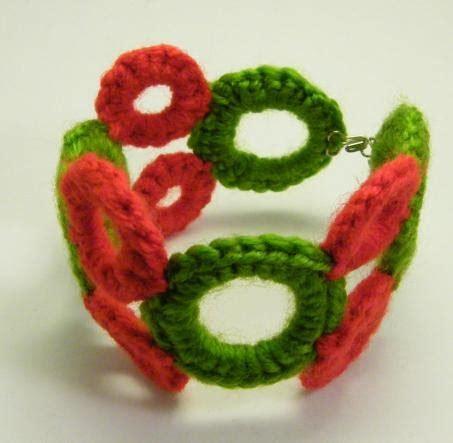 Crochet Ring Bracelet by Figaflors I Braves Crochet Ring Bracelet