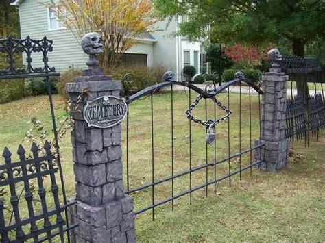 skull wood fence diy google search halloween graveyard